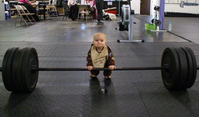 bambino-potenziamento-muscolare-palestra-149578.jpg